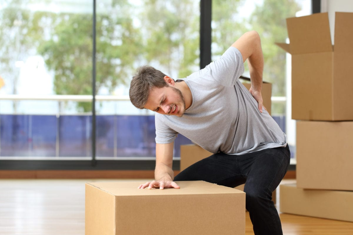 HOW YOU HURT YOUR BACK AND SPINES BY LIFTING OBJECTS WRONGLY AND PROPER LIFTING PROCEDURES